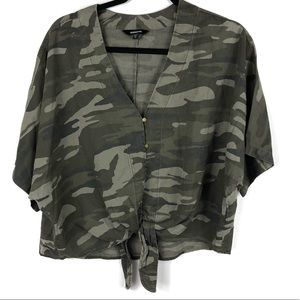 🍁EXPRESS Button Front Camo Tie Front Camo Top XS